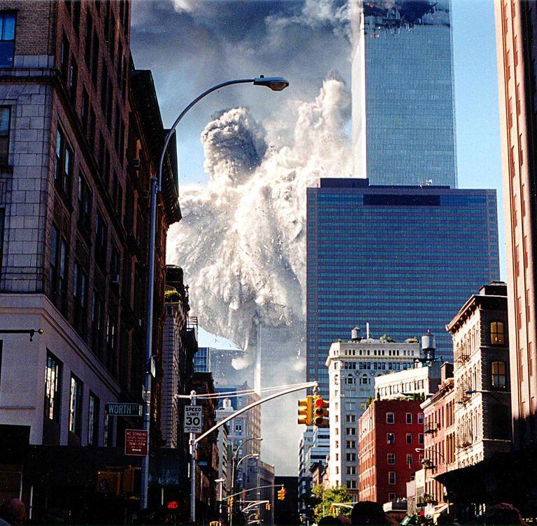 El colapso de la Torre Sur el 11 de septiembre de 2001