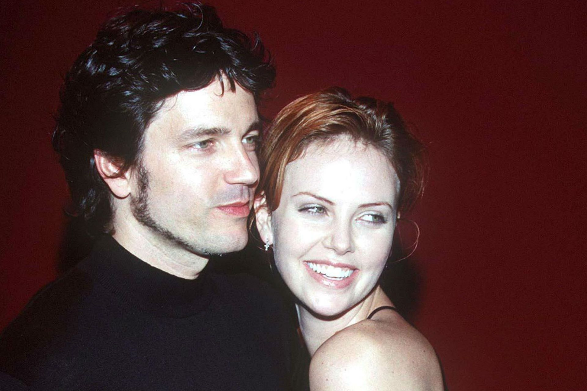 Charlize estuvo en pareja con Stephan Jenkins, cantante de Third Eye Blind, de 1998 a 2001