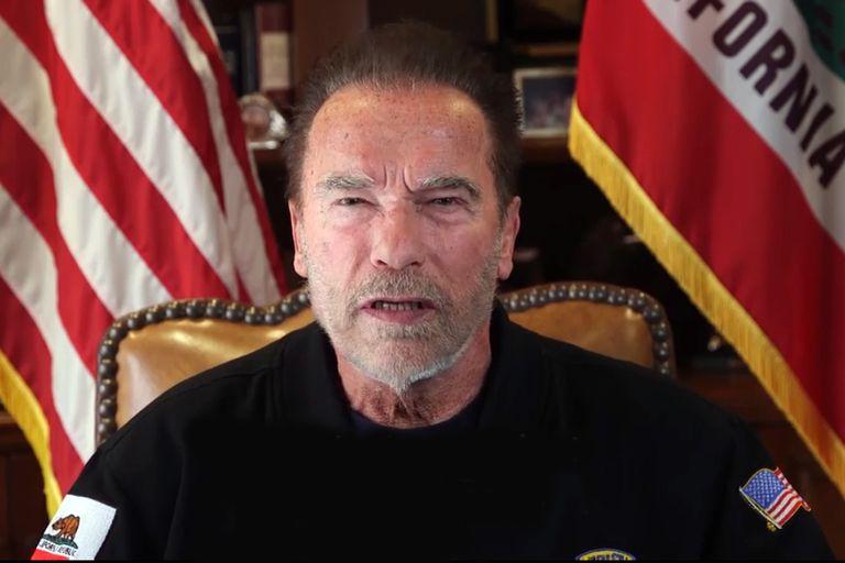 """Arnold Schwarzenegger recibió la primera dosis de la vacuna contra el coronavirus: """"Nunca me sentí tan feliz de hacer una fila"""", dijo. Además, recordó una célebre frase de Terminator"""