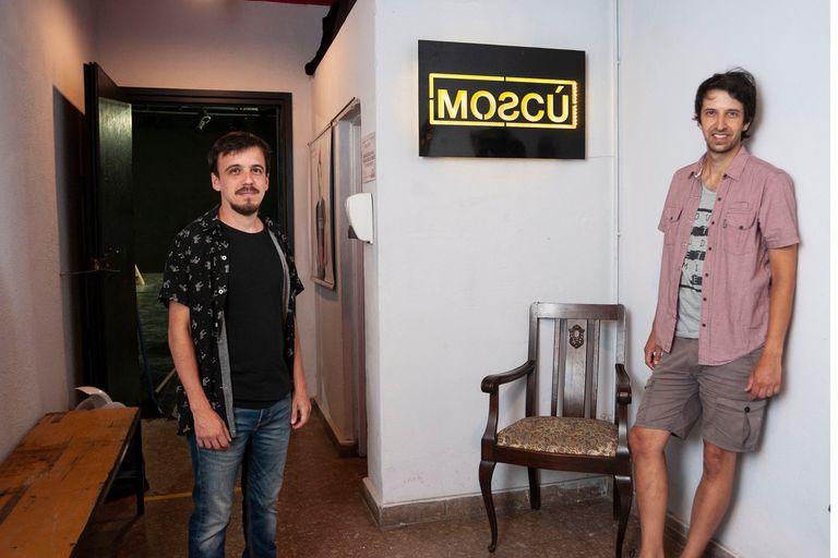 Francisco Lumerman y Lisandro Penelas, los gestores de esta sala de Villa Crespo que resiste a la pandemia mientras otras tantas salas del circuito alternativo están cerrando sus puertas