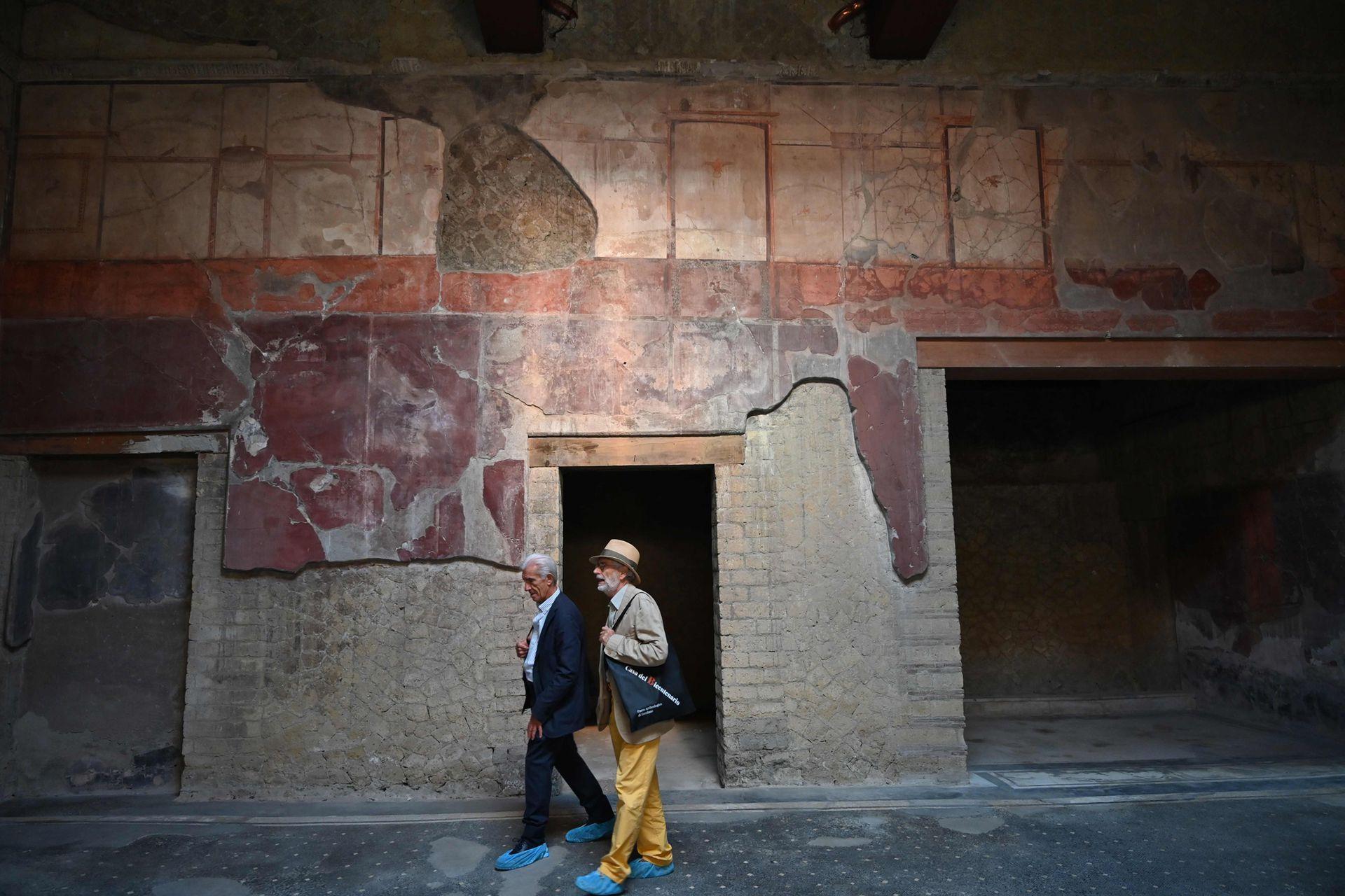 En las excavaciones se encontraron restos de comida, muebles de madera y rollos antiguos que fueron tapados por las cenizas
