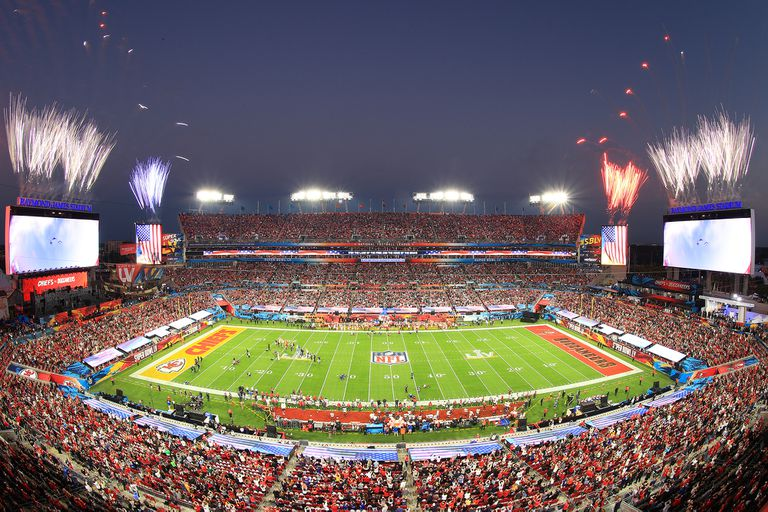 Super Bowl: la final entre Chiefs y Buccaneers con miles de hinchas... de cartón