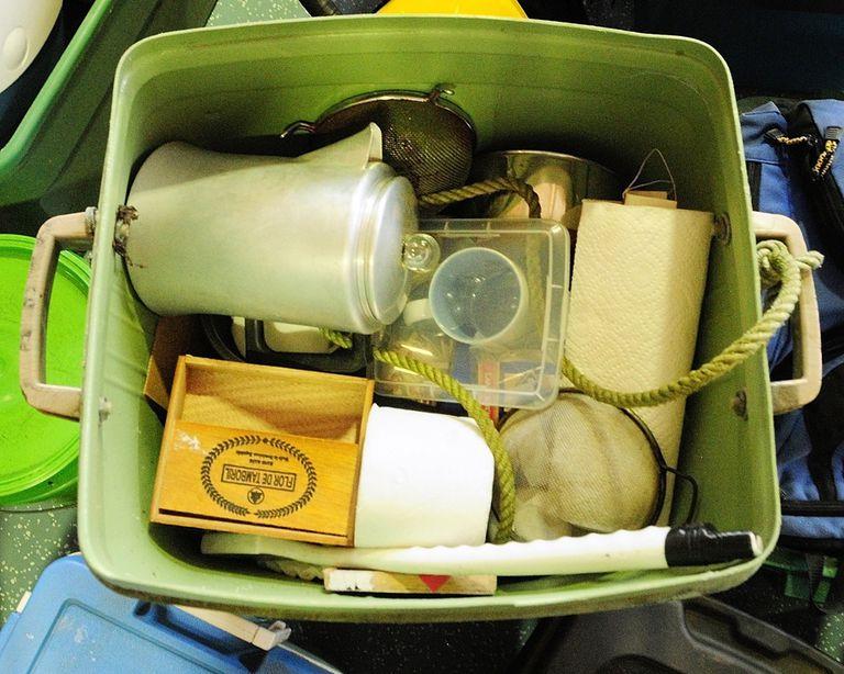 Una cafetera estaba entre los artículos fueron que encontrados en el campamento de Chris Knight.