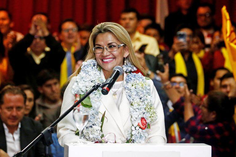 La mandataria interina había dicho que llamaría a elecciones y se retiraría del poder