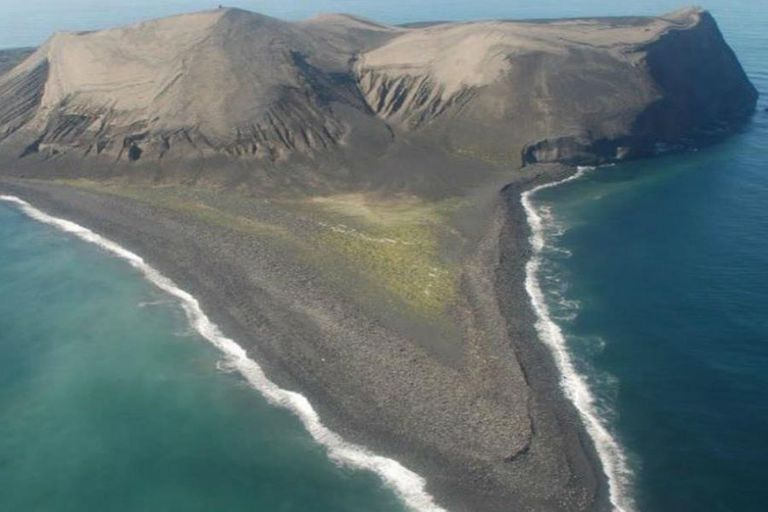 La isla más joven del mundo que desaparecerá en 2100 y no puede ser visitada