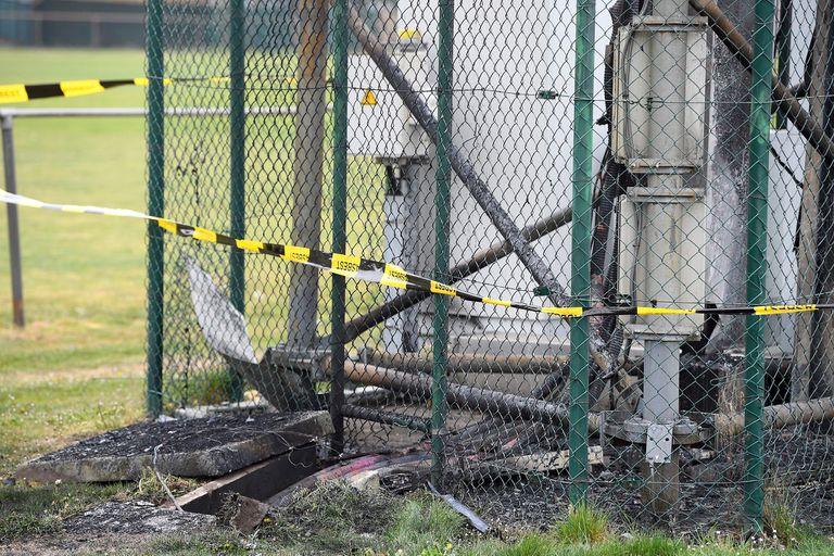 Coronavirus: una torre de 5G incendiada en Peltheide, Bélgica; una teoría conspirativa que indica que las antenas podrían provocar la enfermedad y varios fanáticos comenzaron a destruirlas