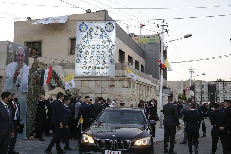 """Bagdad, militarizada y vacía por la visita del Papa: """"Todos lo siguen por TV"""""""