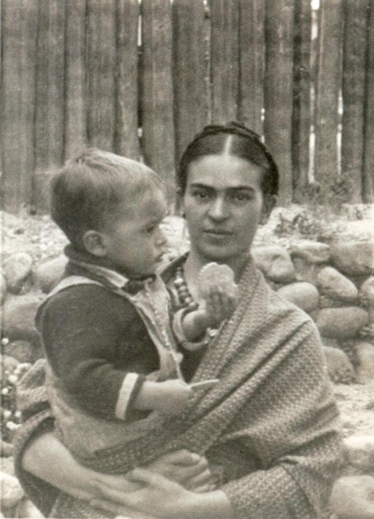 Frida y Antonio bebé, en la casa estudio de Altavista, en otra imagen que aportó Cristina a LA NACION