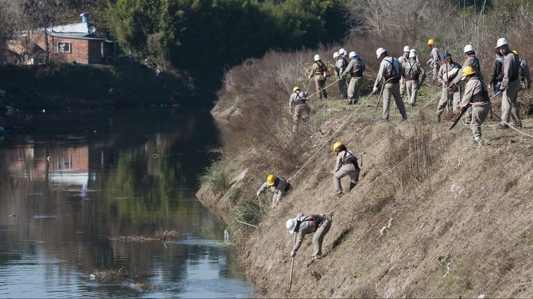 En González Catán, la organización tiene también una cooperativa de limpieza de arroyos; cada miembro cobra unos 3000 pesos
