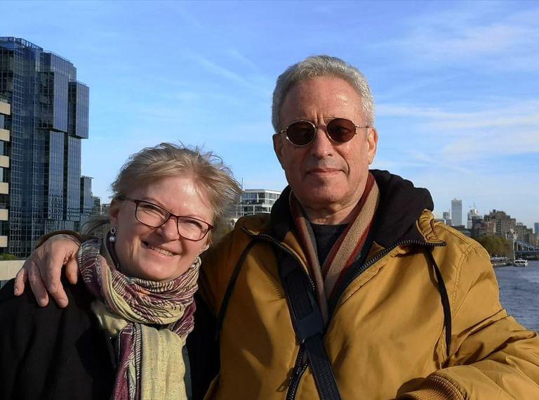 Eduardo Sharf vive en Copenhague desde los años '70; se casó en segundas nupcias con una mujer danesa con quien tiene dos hijas, de 23 y 32 años
