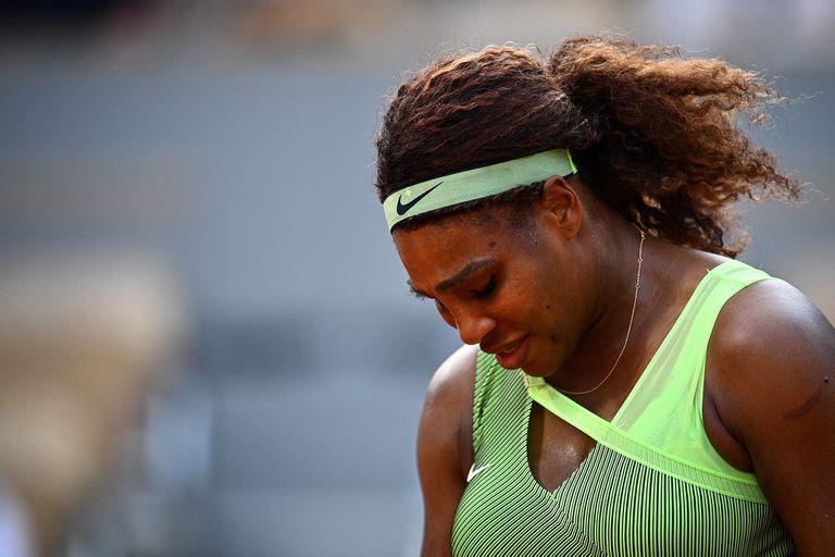 Serena Williams perdió ante Elena Rybakina y no pudo hacer pie en Roland Garros