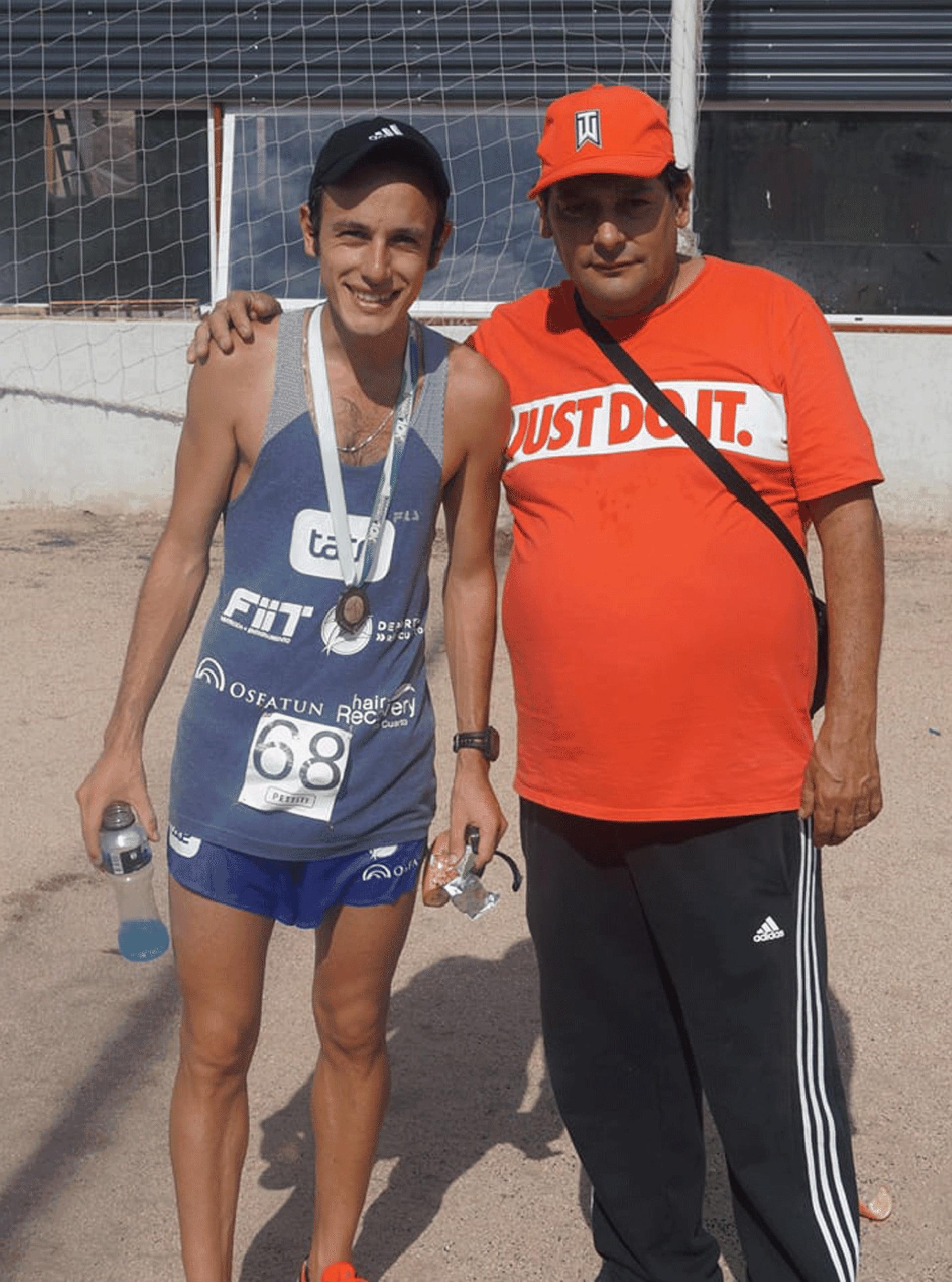 Brian, junto a su padre, Rubén Burgos