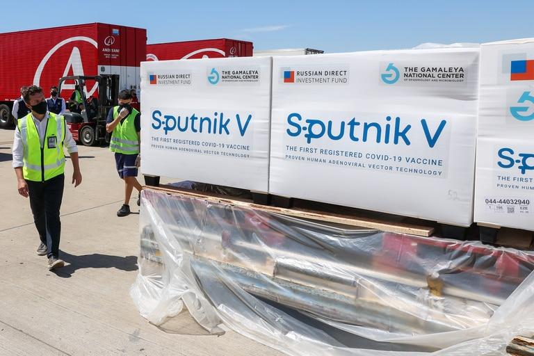 Contenedores de la vacuna Sputnik V desarrollada por Rusia