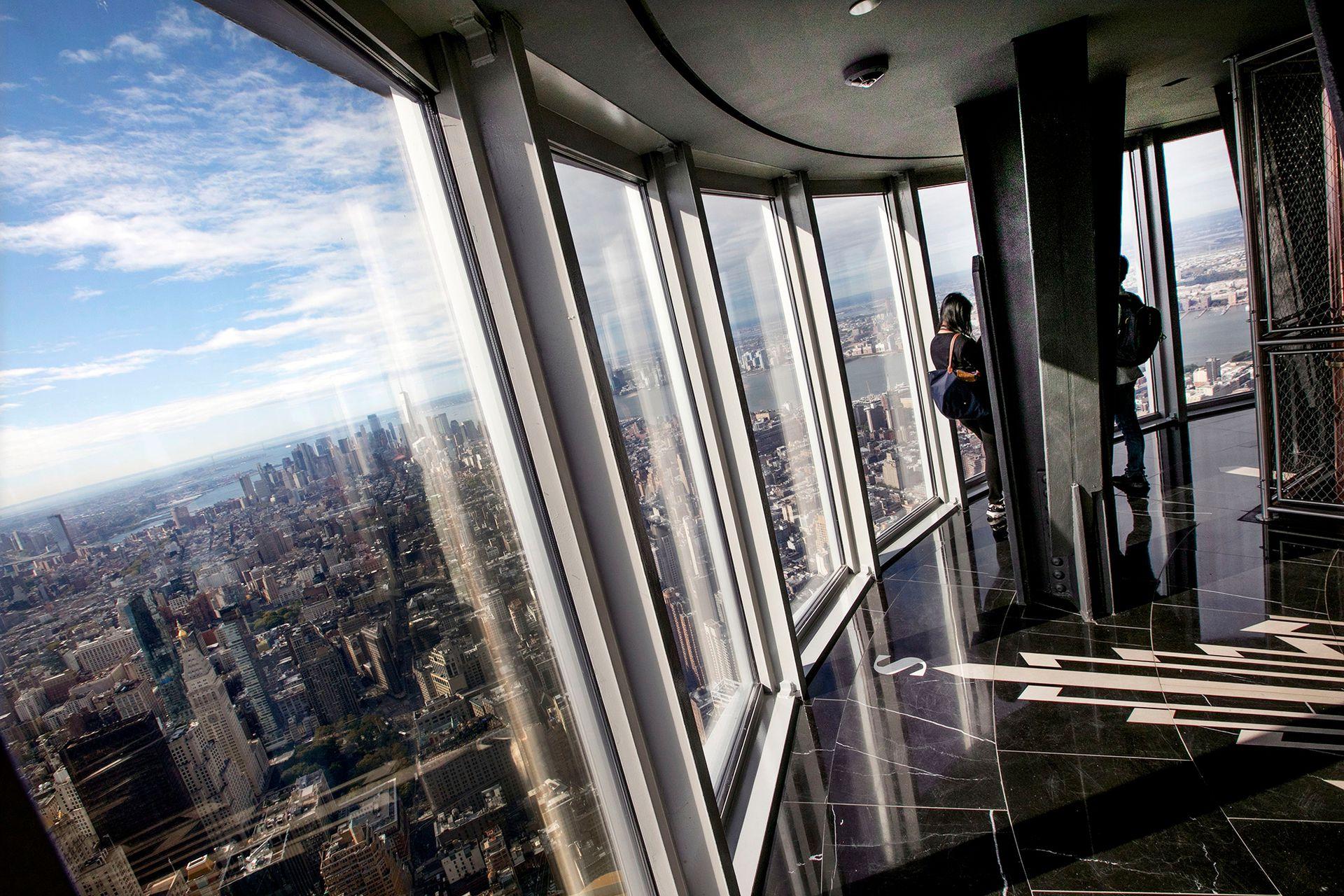 El renovado observatorio en la cima del Empire State Building tiene ventanas de 360 grados que ofrecen vistas impactantes de la ciudad de Nueva York