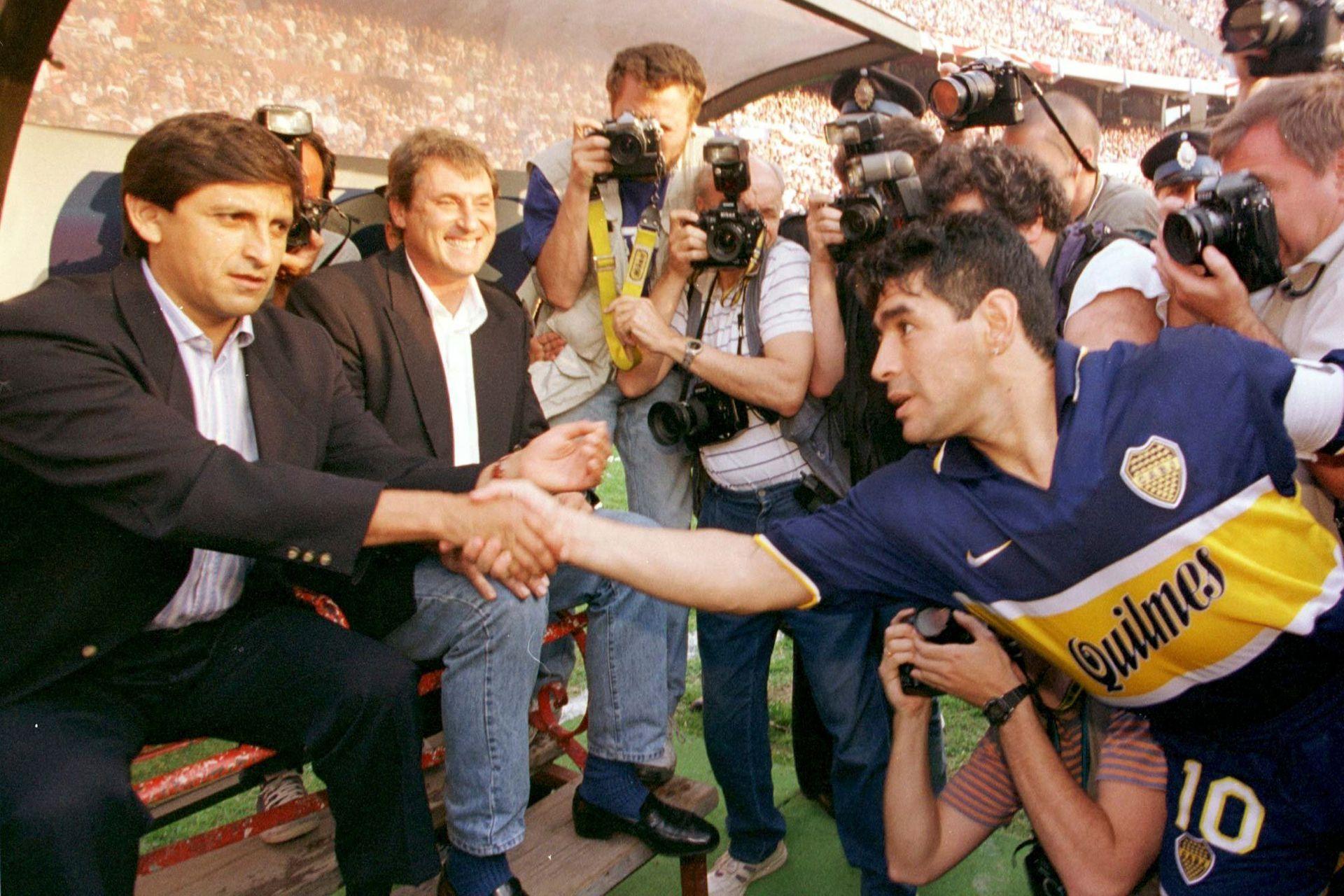 El saludo con Ramón Díaz en un superclásico entre River y Boca del año 1997, en el Monumental