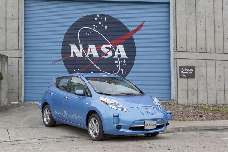 El modelo eléctrico Nissan Leaf en la sede del centro de investigación Ames de la NASA