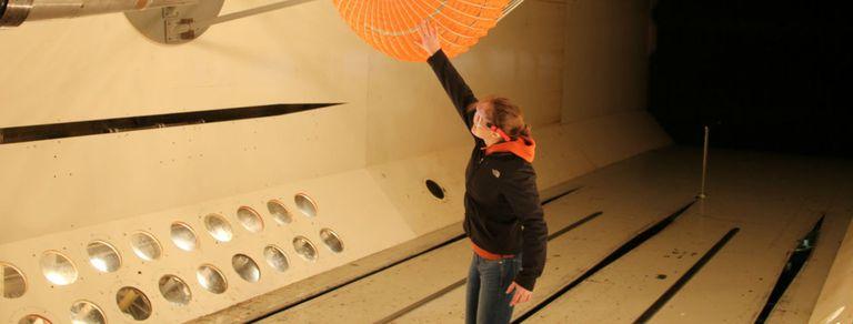 Clara, la ingeniera argentina que desarrolla en la NASA un paracaídas para Marte