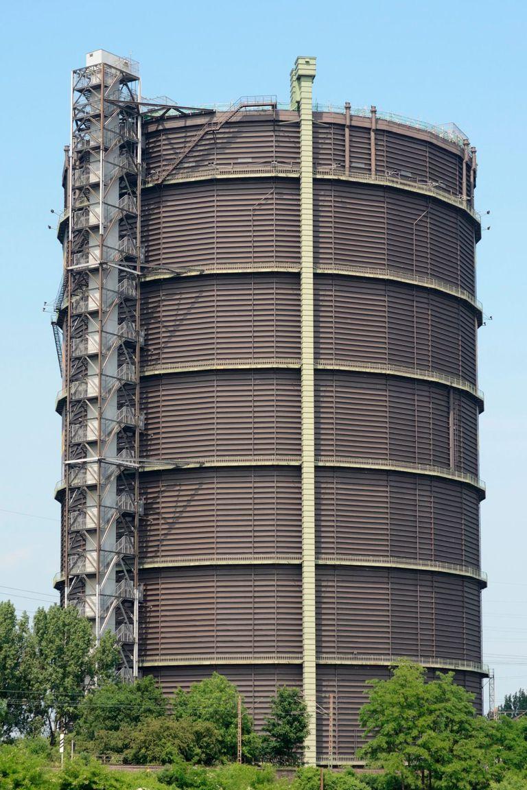Gasómetro de Oberhausen, Alemania. Los aliados lo bombardearon al final de la Segunda Guerra Mundial, pero no pudieron derribarlo