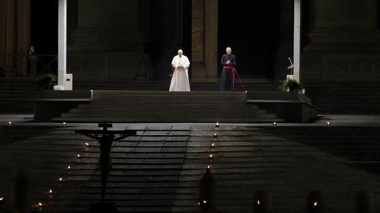 El solitario via crucis de Pascua