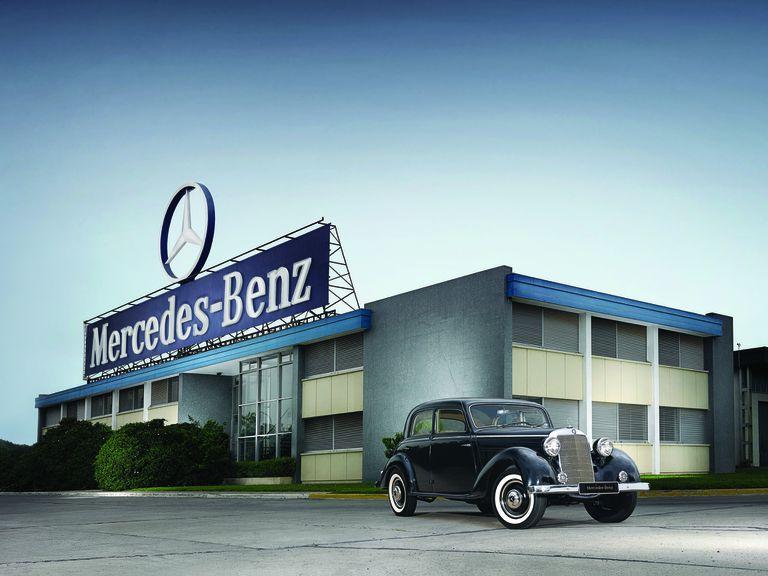 El famoso Hormiga Negra, primer Mercedes-Benz montado en Argentina.