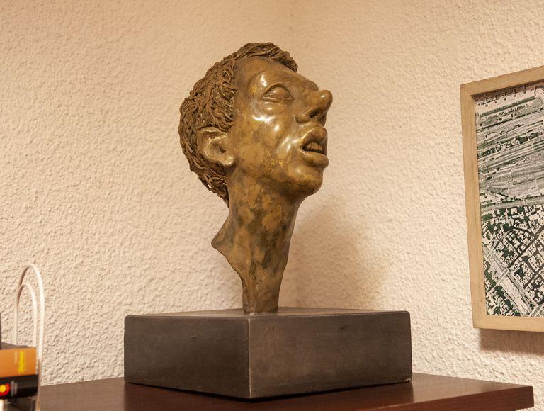 Esta escultura de Pablo Suárez que recibía al público la entrada de la sede de Florida se contará entre las obras de la próxima exposición junto con otras de Enio Iommi, Marta Minujín y Rogelio Polesello