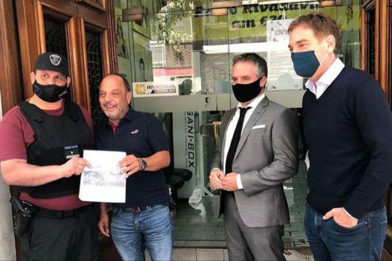 Baby Etchecopar junto al policía Gastón Ferrari, Marcelo Dalessandro y Diego Santilli