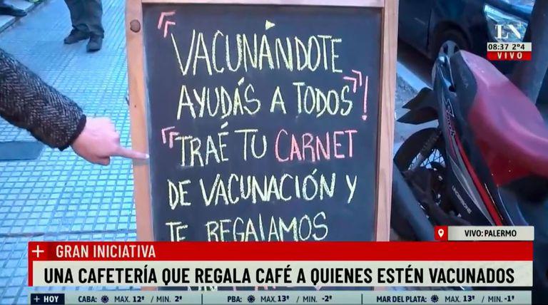 El cartel con el que el café llama la atención de los vecinos de Palermo