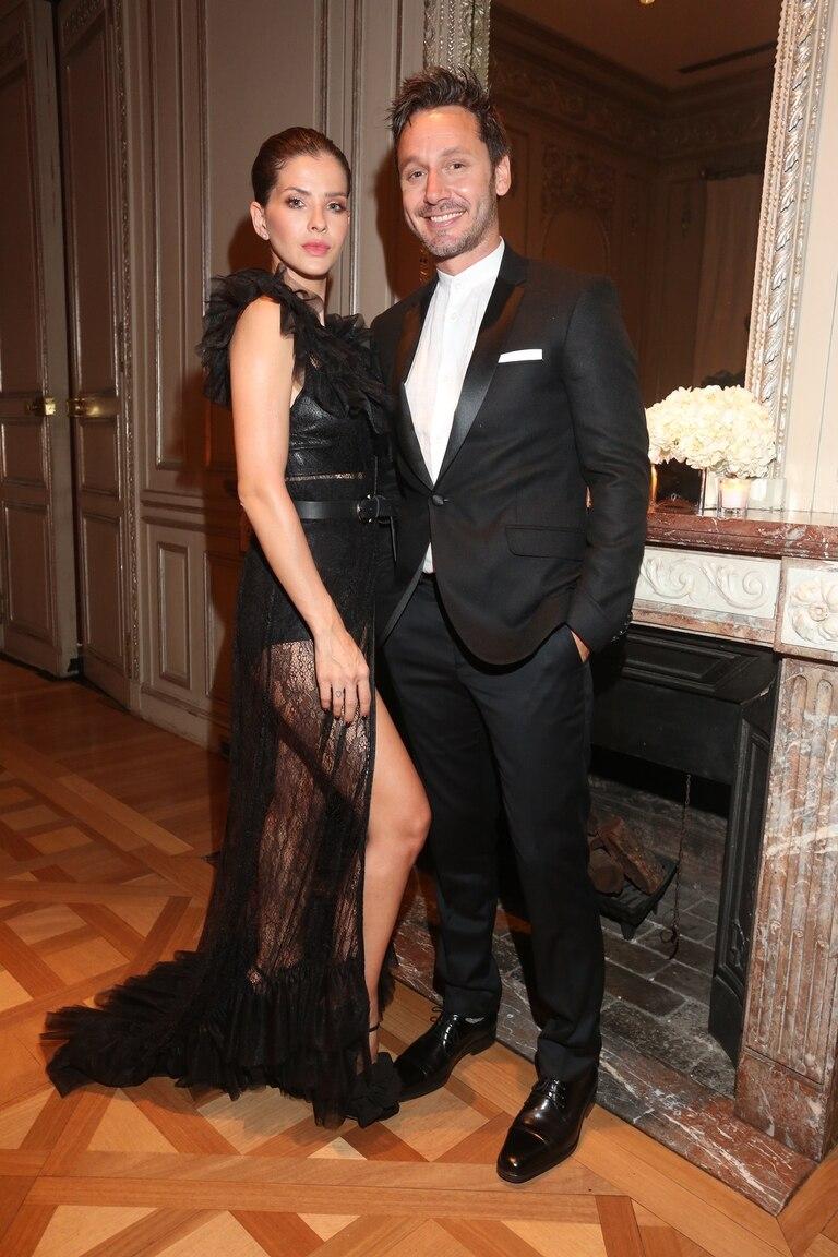 """Con un sugerente vestido, Eugenia """"China"""" Suárez participó en el lanzamiento de Tom Ford Beauty en Argentina y acaparó el centro de las miradas junto a Benjamín Vicuña"""