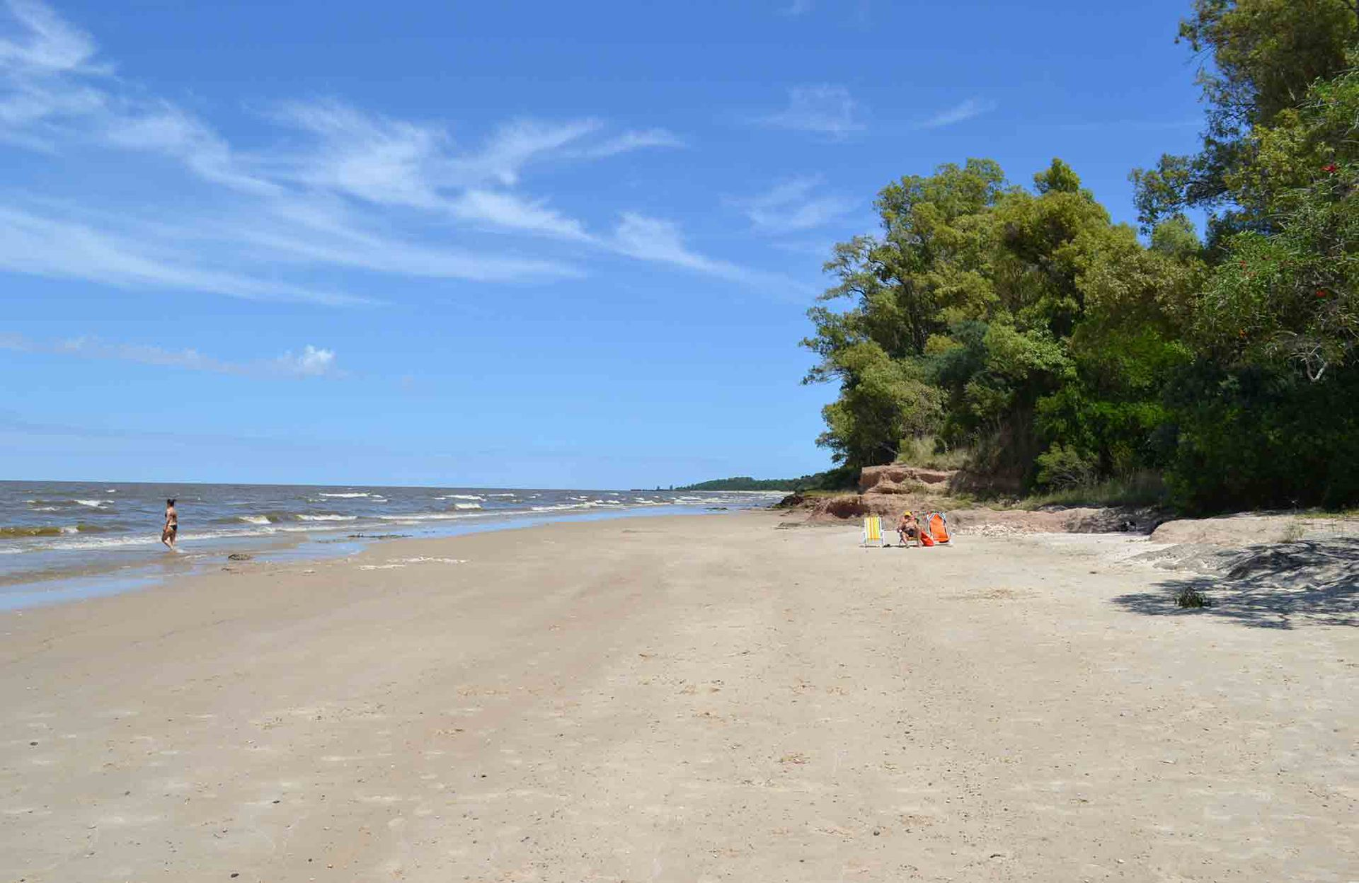 La playa a la que se accede desde el complejo.