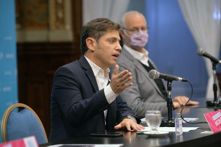 Axel Kicillof junto a Daniel Gollán en una conferencia de prensa.