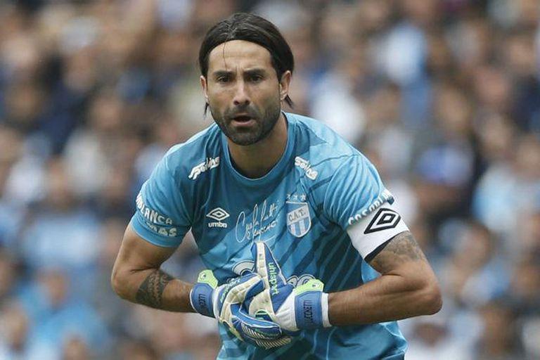 El capitán de Atlético Tucumán perdió la titularidad luego de una fuerte lesión, pero decidió continuar de todas formas y en la primera mitad del campeonato disputó 10 encuentros