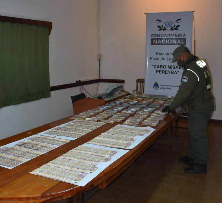 La Gendarmería incautó más de dos millones de pesos en la ruta nacional 14, en las cercanías de Paso de los Libres