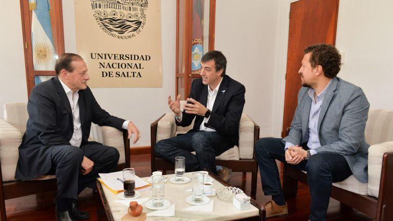 El rector de la Universidad Nacional de Salta, Victor Hugo Claros, Esteban Bullrich y Juan Collado, referente del PRO en Salta