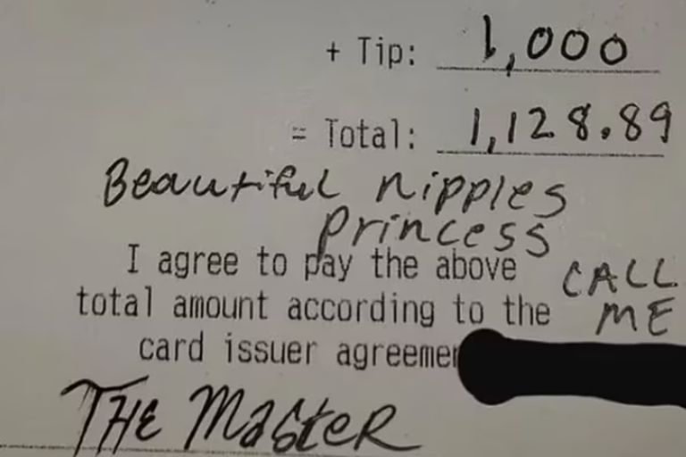 El cliente de un restaurante en Estados Unidos escribió una frase inapropiada en el ticket dedicada a la mujer que lo atendió