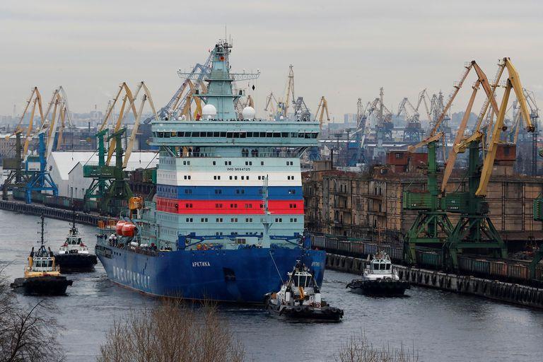 El rompehielos nuclear Arktika en el puerto de San Petesburgo