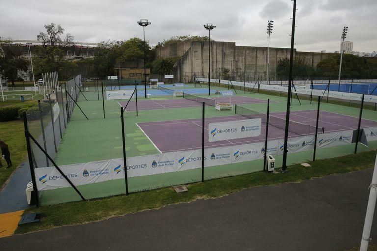 Detrás la canchas de tenis del Cenard, el Tiro Federal Argentino, cuyo terreno fue vendido para, en parte, levantar edificios.