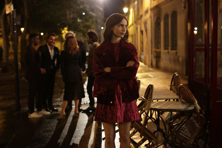 Lily Collins en Emily en Paris, la nueva serie de Netflix