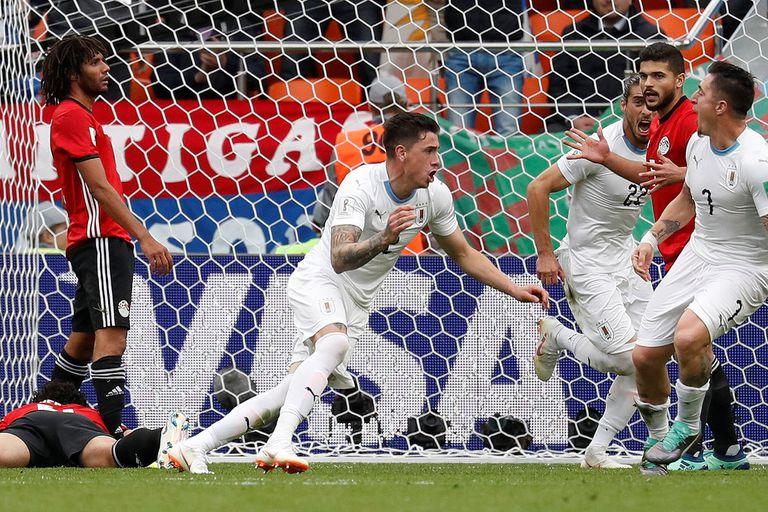Gimenez ganó de cabeza en el minuto 89 y le dio la victoria a Uruguay
