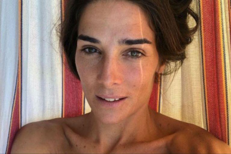 Juana Viale compartió una seguidilla de fotos en su cuenta de Instagram con un bellísimo look