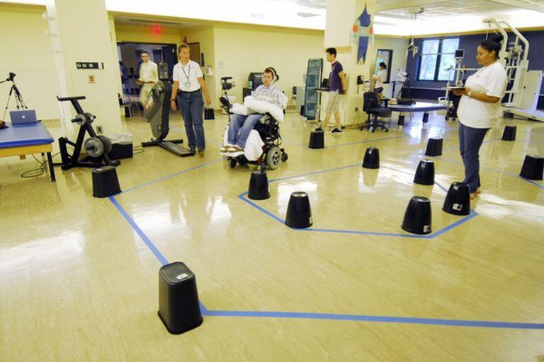 El sistema permite usar la lengua para dirigir el movimiento de la silla de ruedas