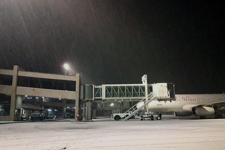 Intensa nevada en Bariloche: cierran el aeropuerto en el día récord de vuelos