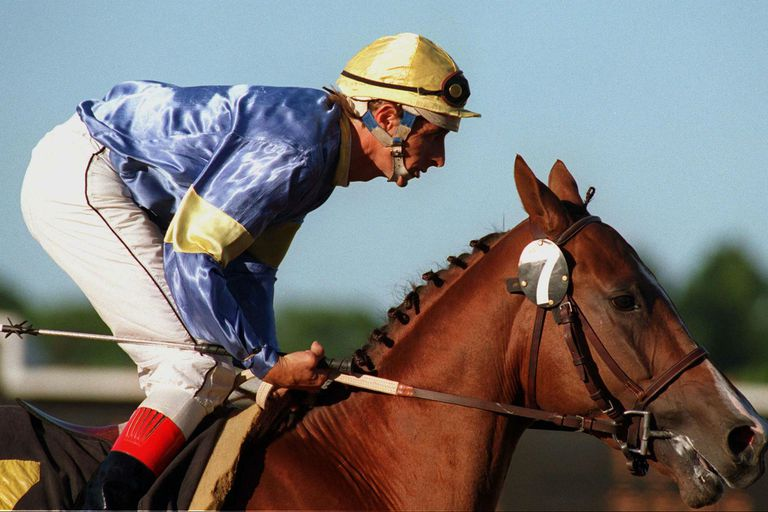 Midri, con Jorge Valdivieso, en su despedida de las pistas; fue el primer caballo importante de Maradona