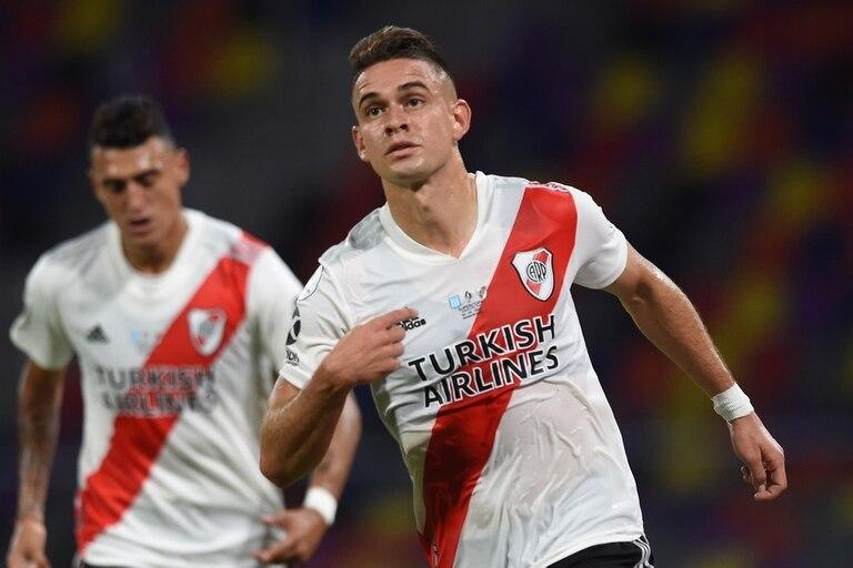 Rafael Santos Borré festeja su gol en el partido por la Supercopa 2019 contra Racing, que se juega en Santiago del Estero.