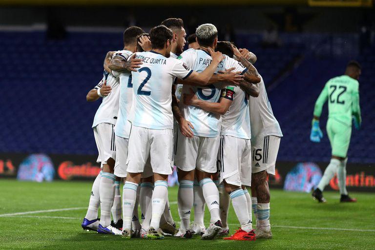 Argentina venció a Ecuador en la Bombonera y a Bolivia en La Paz, en el arranque de las Eliminatorias.