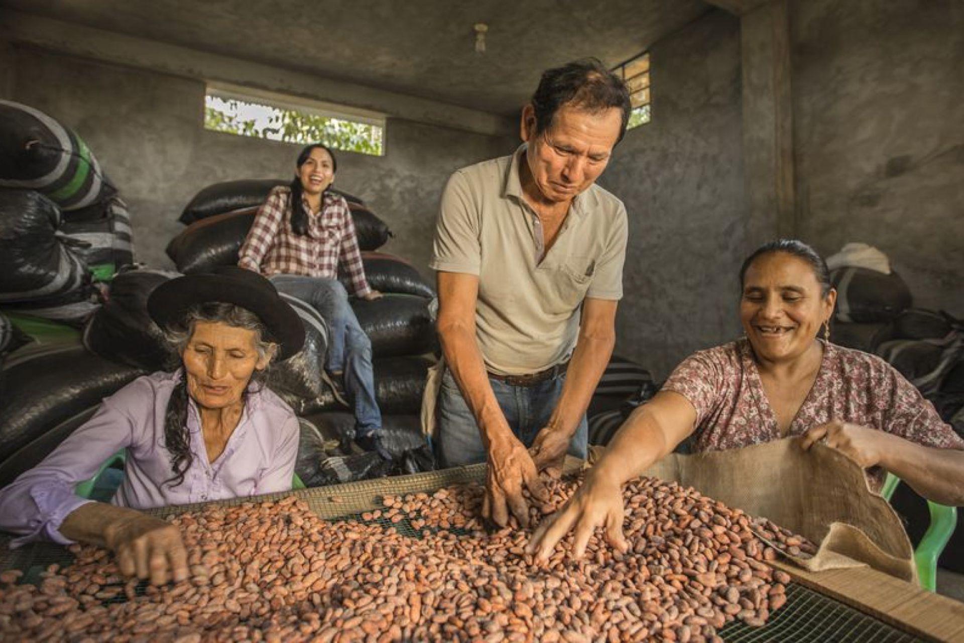 La alegría de llevar adelante una empresa que da trabajo a los vecinos, a madres solteras y reivindica el caco peruano