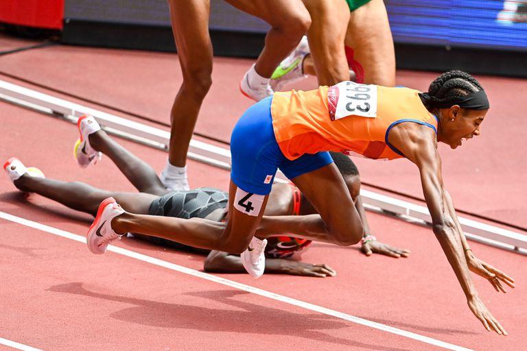 La caída de Sifan Hassan, de Países Bajos, en los 1500 metros