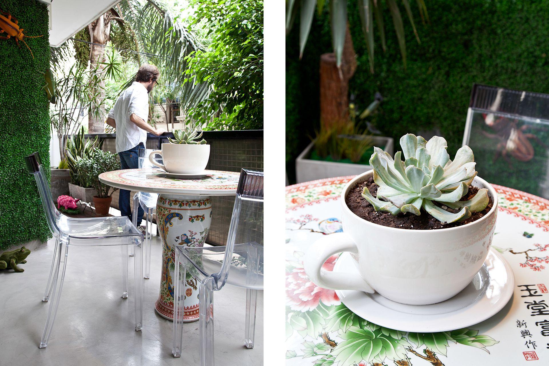 Como centro de mesa, Cristian colocó un tazón que compró en un local de Palermo: era floreado y lo mandó a esmaltar en blanco.