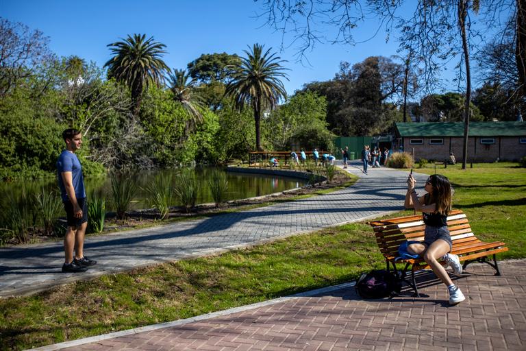 Los visitantes pueden aprovechar los espacios abiertos y mejorados, con la incorporación de senderos y más verde