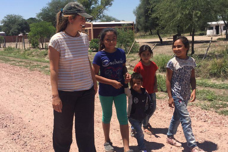 Nicole Fusilier fundó junto a sus amigos del colegio una organización social para apoyar la educación primaria y secundaria del paraje rural Árbol Blanco