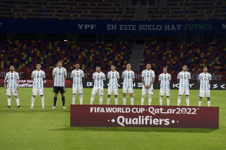 Argentina - Chile: La camiseta con la que el seleccionado argentino  homenajeó a Diego Maradona - LA NACION